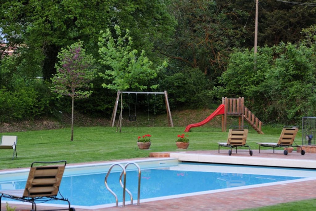La piscina nel parco / Our swimming pool