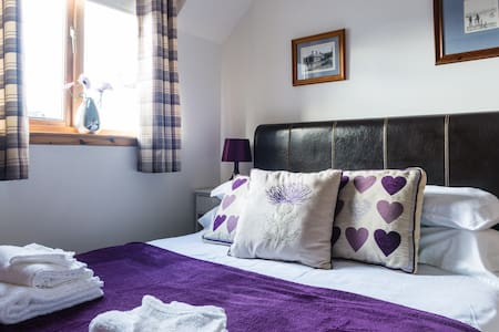 Friendly, quiet, comfy double room with breakfast. - フォレス