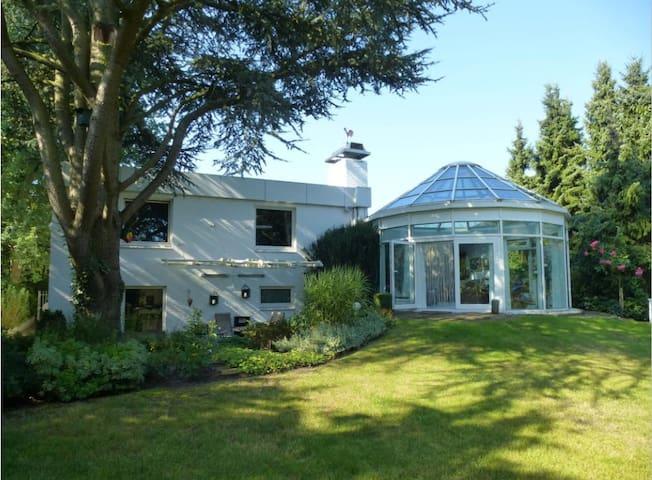 Gemütliches Zimmer in Villa in Pinneberg/Uetersen