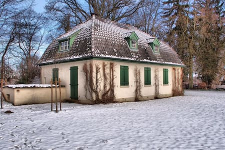 Cozy guest room outside of Hamburg - House