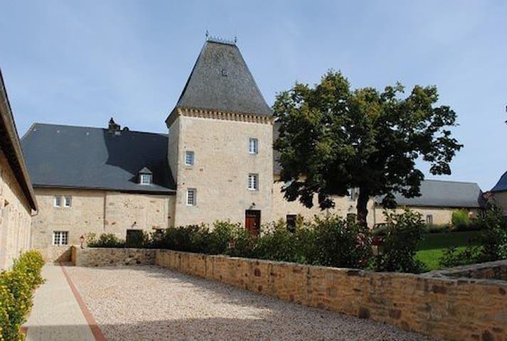 Chambres d'hôtes Château de Larre - Châtres - Penzion (B&B)