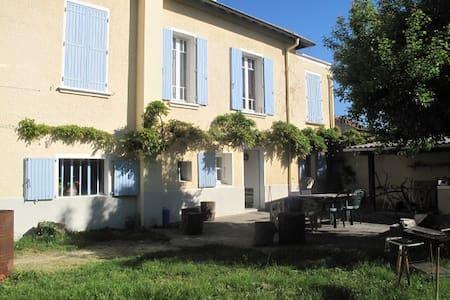 Chambres dans maison avec jardin - Crest - Haus