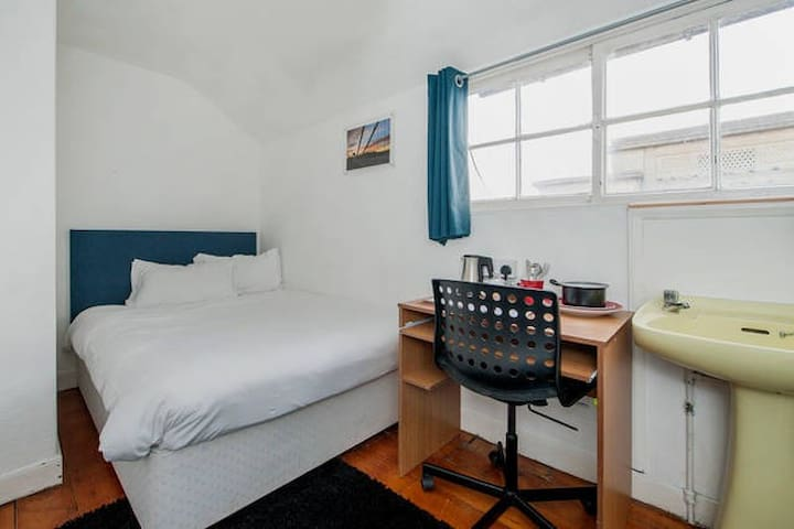 Cosy Double Room For One Person
