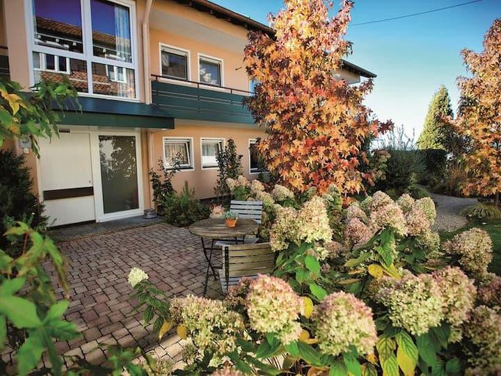 Ferienwohnungen Hotel Gasthaus Hirschen, (Gaienhofen), Ferienwohnung Höri, 65 qm, 1 Wohnzimmer, 1 Schlafzimmer, max. 2 Personen