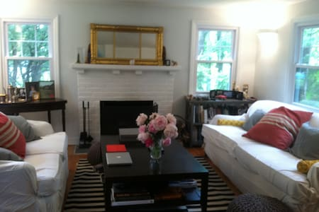 Chic and Cozy 2BD 1920's Cottage - Chappaqua
