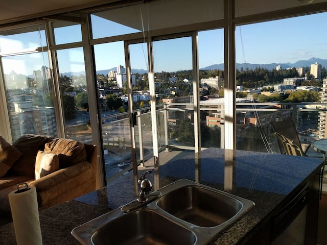 Pvt  Downtown Waterfront View 2 BedRm Gym Skytrain - New Westminster - Departamento