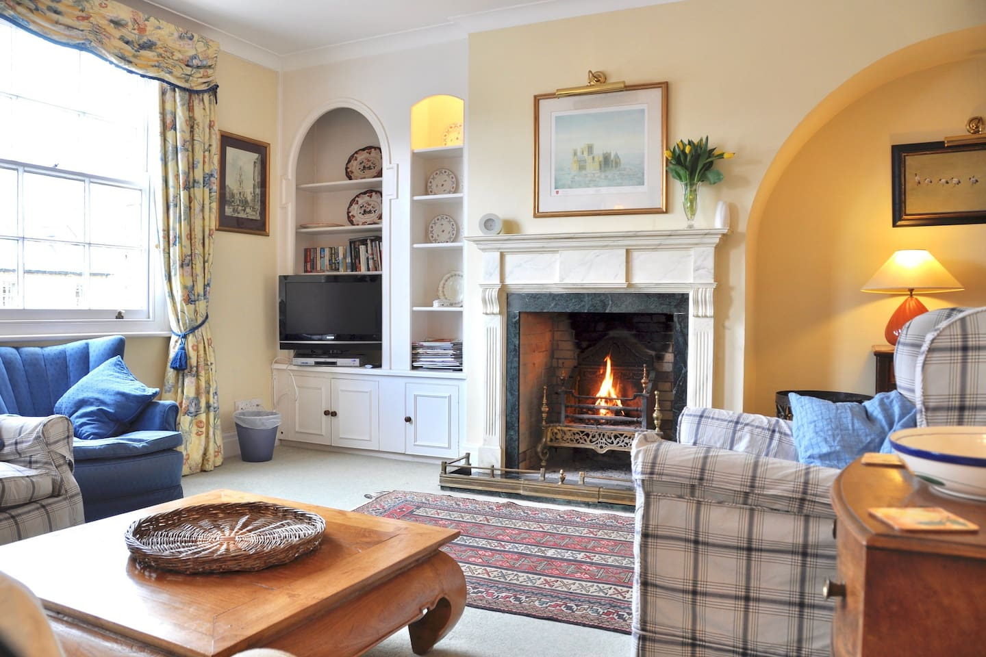 Sitting room - open log fire  or electric fire sofa and 4 comfy chairs