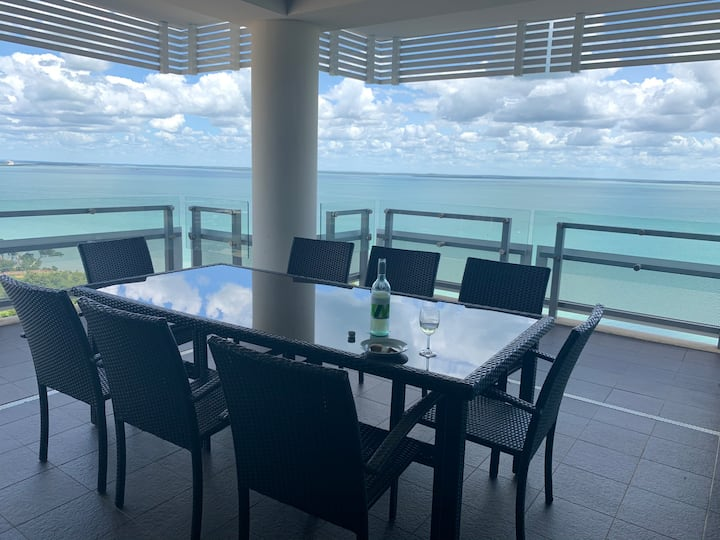 CBD Ocean View Room w/ Private Balcony and Lounge