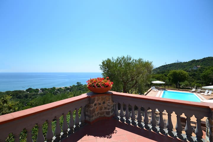 Private beach villa with pool in Italy Cilento