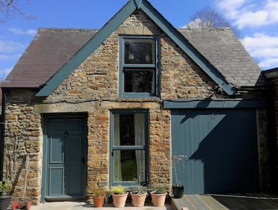 Lovely historic Coach House in Sheffield.
