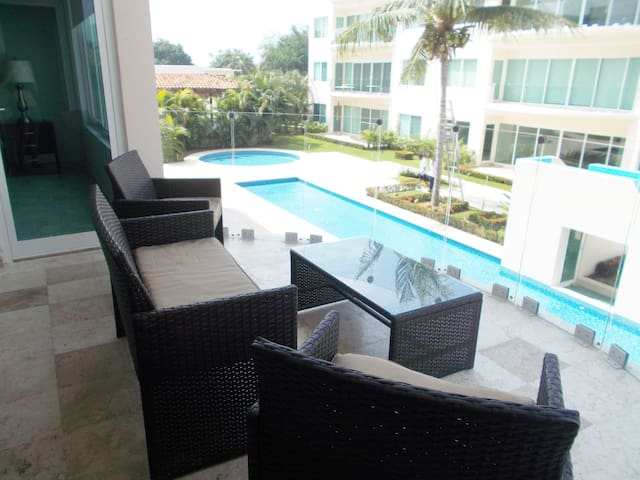 2BR, 2BA CONDO by beach w/ pool, gym, tennis, golf