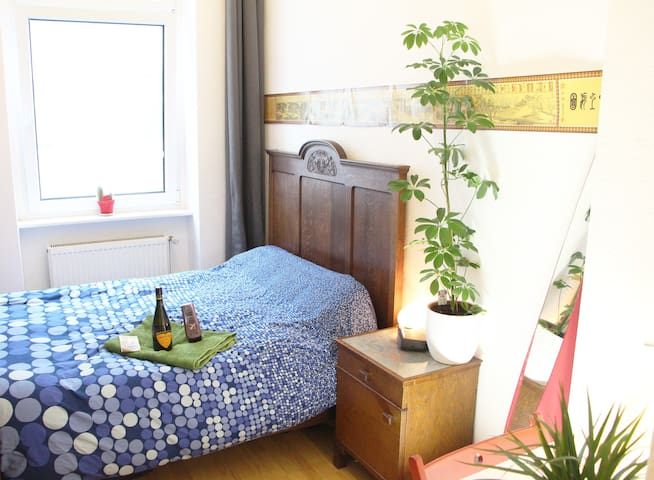 Charming Quiet Room in lively Berlin Neukölln :)