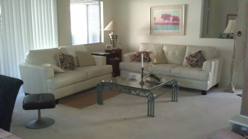 2 Bd/2Ba  Condo. North Scottsdale