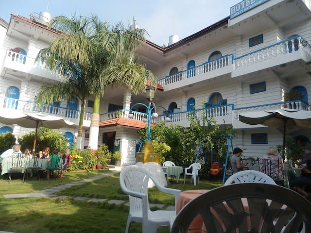 Glacier Hotel Pokhara - Sunawal - Bed & Breakfast