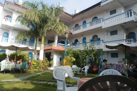 Glacier Hotel Pokhara - Sunawal - 家庭式旅館
