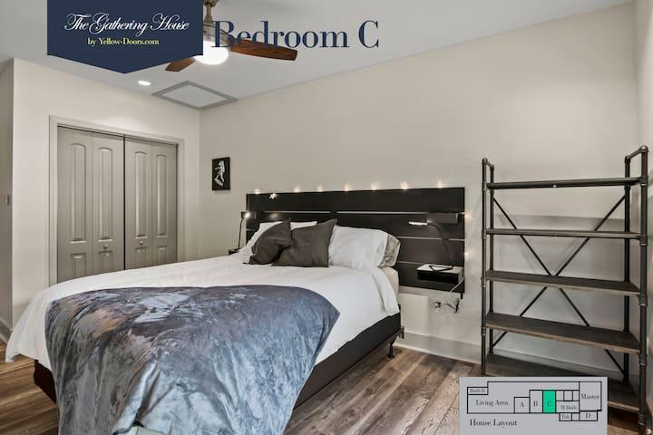 Bedroom C with a Queen bed