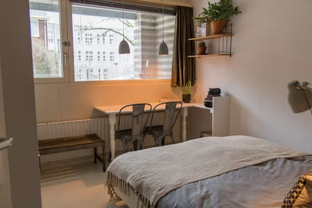 Airbnb k7m3r     Toplocatie nabij centrum op b.g. - Арнем - Дом