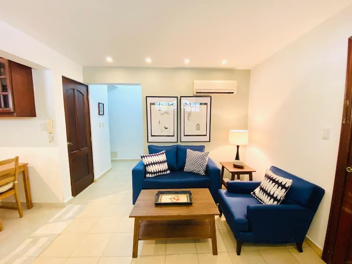 2BR apt  in the best area of SD- steps from park.