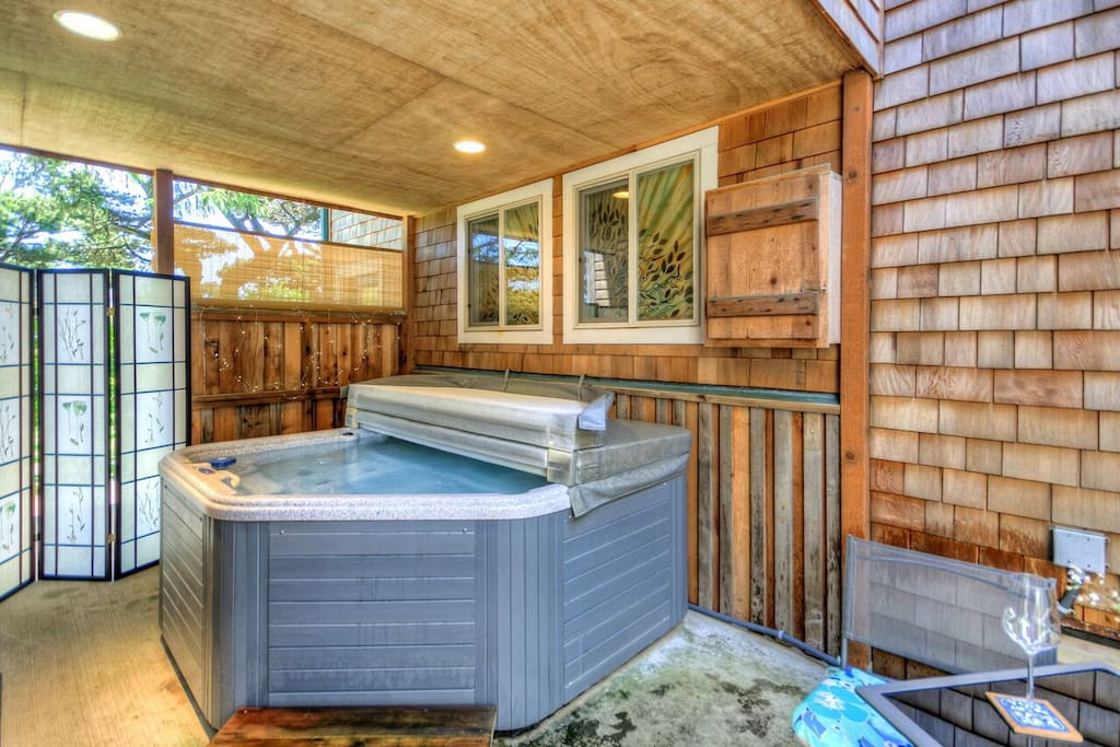 Covered courtyard with hot tub reserved exclusively for you during your stay