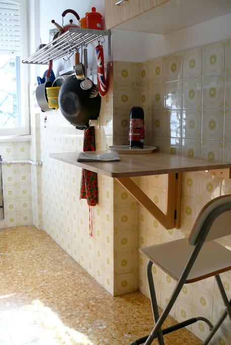 fold out kitchen bench for quick breakfast