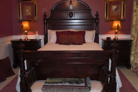 Poplar Creek Bed & Breakfast. Huntsman Suite. - Bed & Breakfast