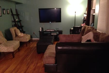 2 Bedroom Townhouse (15 min to NYC) - Secaucus