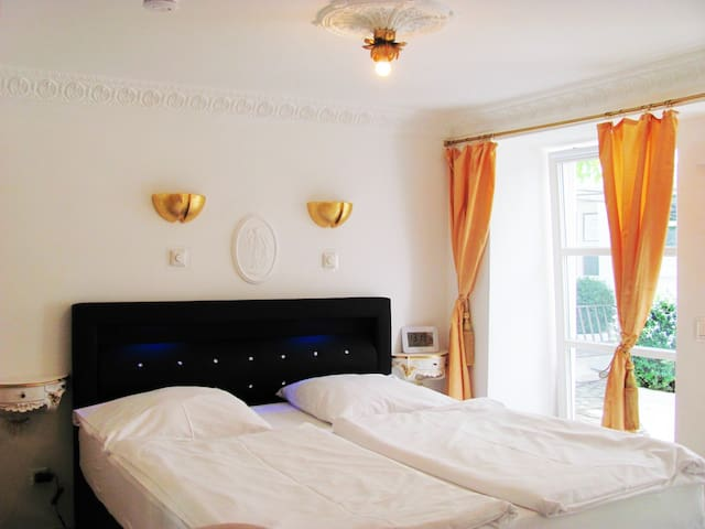 Double room-Deluxe-Private Bathroom-Courtyard view-   Number  3