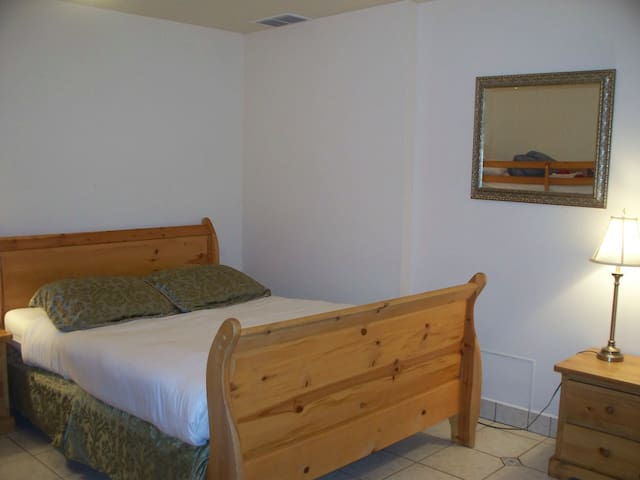 Queen bed - extra single beds for max 3 adults or 2 adults/2 small children