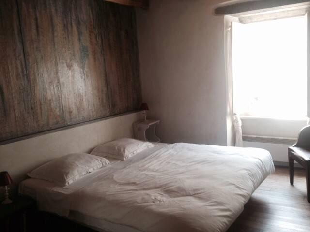 Chambre 2.      1er étage Lit double ou deux lits simples