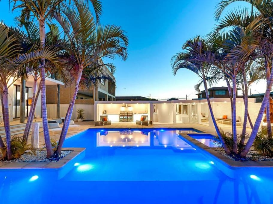 The Resort Heated Pool Beachfront With Ocean Views Houses For Rent In Brighton Le Sands New