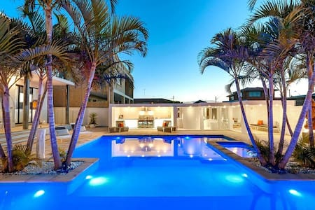 The Resort Heated Pool Beachfront With Ocean Views - Brighton-Le-Sands - House