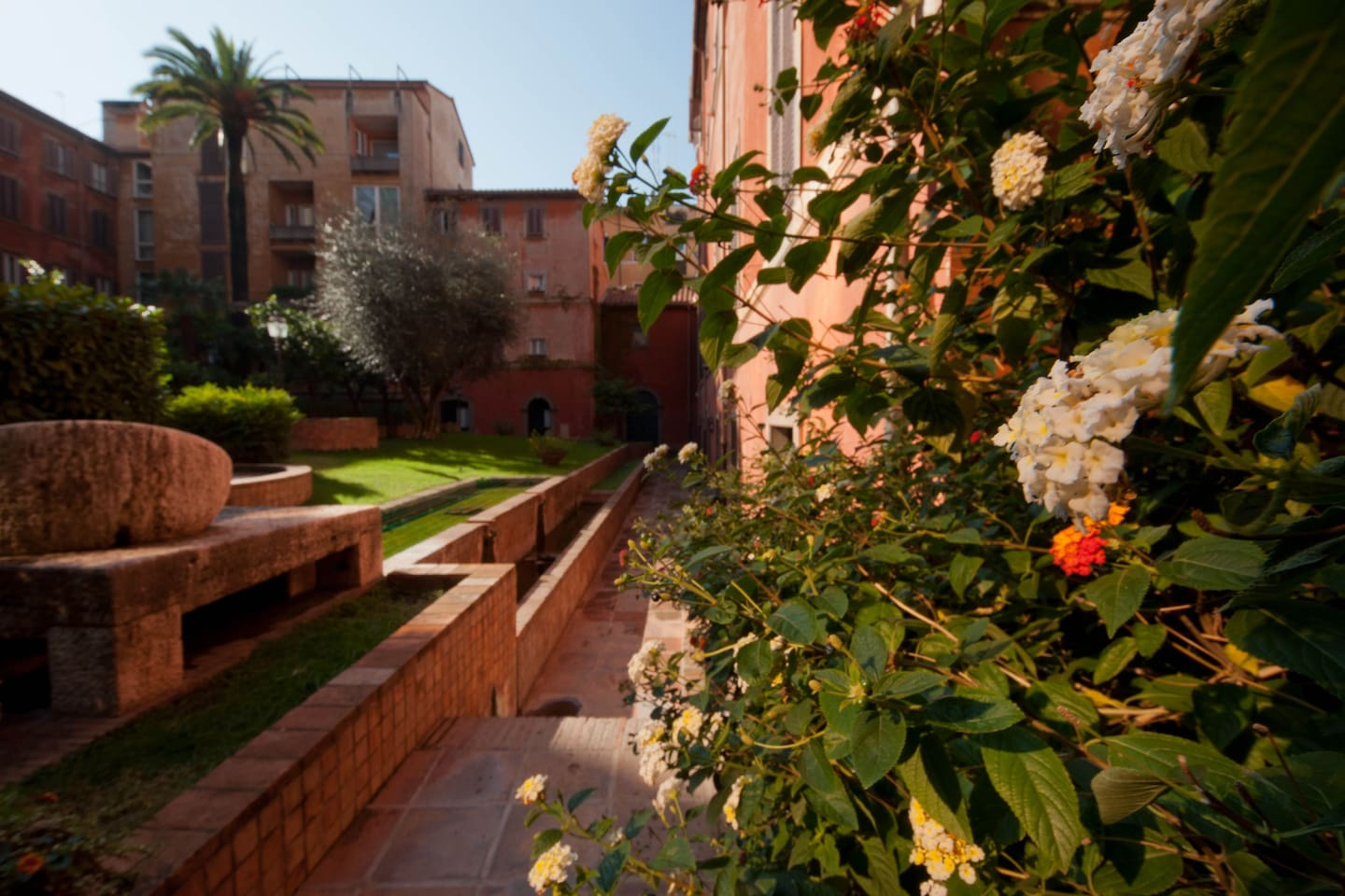 CASA TREVI GARDEN N. 1 - Apartments for Rent in Rome, Italy