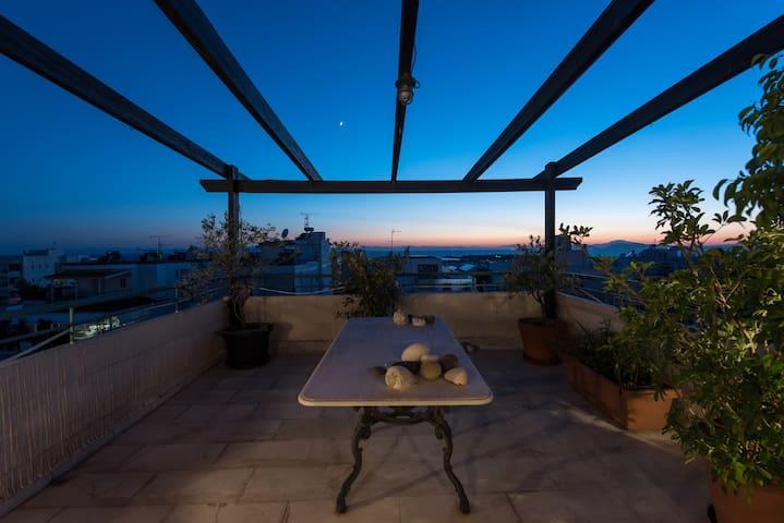 Spacious 360 view of Athens top beaches & social