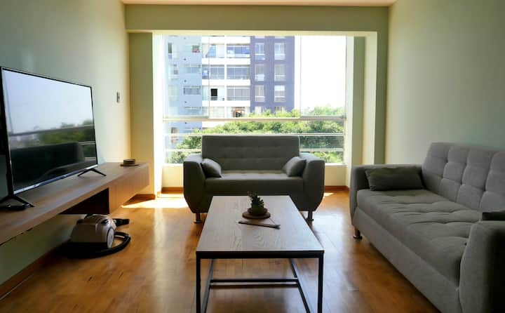 Very nice and modern room in spacious apartment