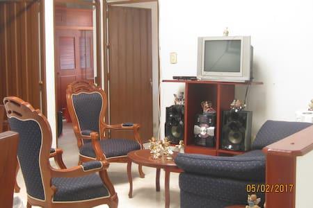Casa campestre Región tequendama 25° A 1.30 Bogota - La Gran Via