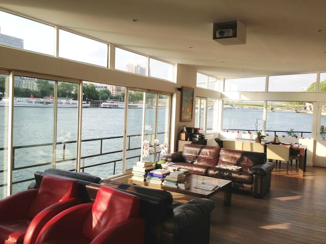 House XXL on the Seine in Paris 16