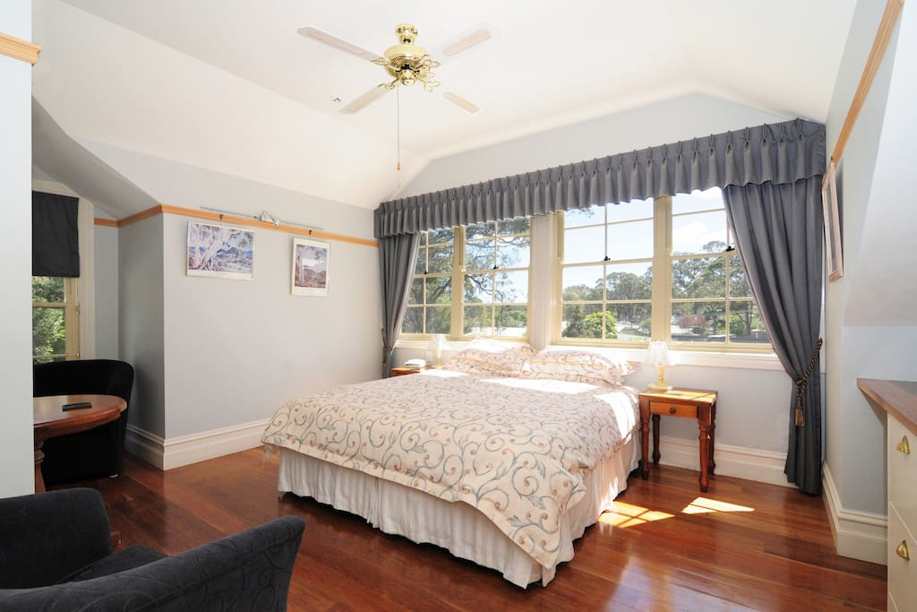 Lovers Playground, Spa guestroom