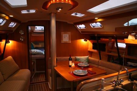 Sailboat (ATTENTION Airbnb no sailing, no charter) - 아나코테스(Anacortes)