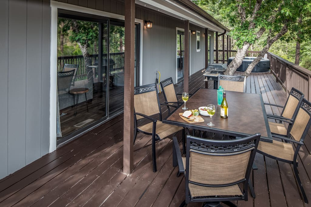 Expansive back patio with hot tub and dining for 6