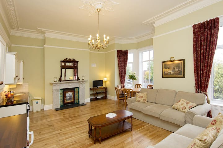 Exquisitely restored Victorian Flat - WB Yeats