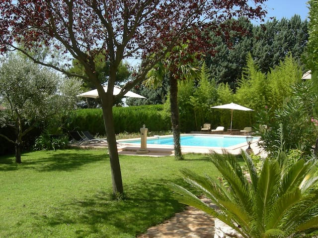 GRAND STUDIO + TERRASSE + PISCINE - Carnoux-en-Provence - Appartement