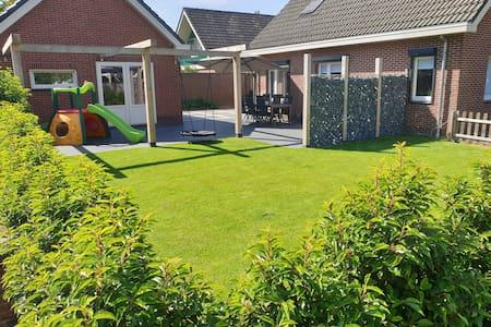 Mooie woning + tuin met hottub