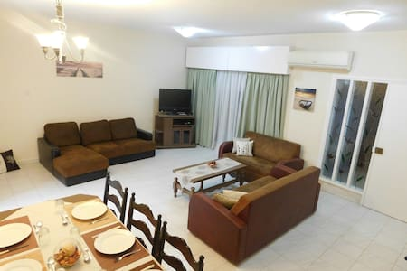 Spacious Apartment With Garden 400m from Beach. - Germasogeia