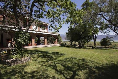 Casa estilo mexicano con vista al lago de Chapala - Jocotepec - Dom