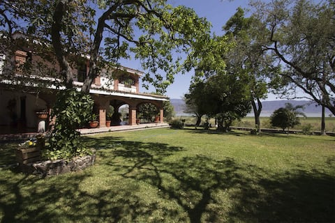 Casa estilo mexicano con vista al lago de Chapala