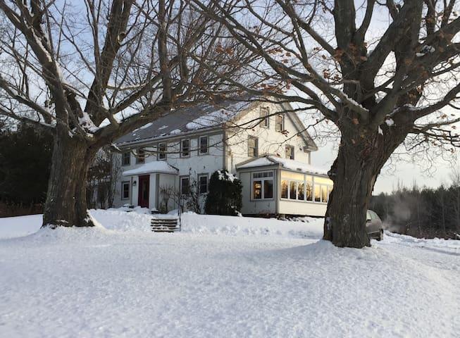 Chambre aux Mésanges - Historic 1700's farmhouse