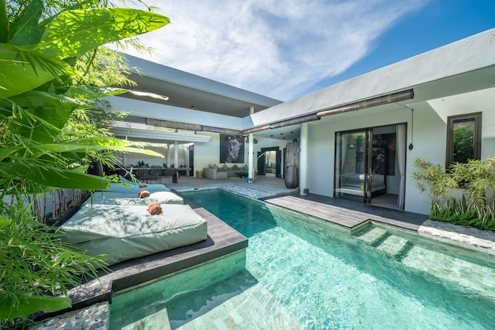 Classy 4 bdr villa in the heart for Canggu