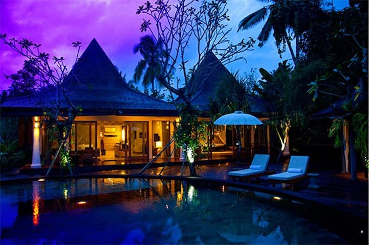 USD 150/ night The Luxury Suite @Ubud