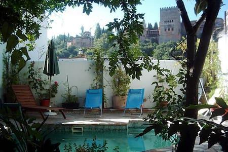 Albayzin, vista Alhambra, jardín, piscina, max 3