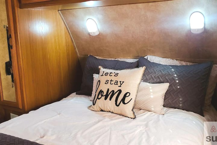 Cozzy RV with a FULL size bath, WiFi & Discounts.